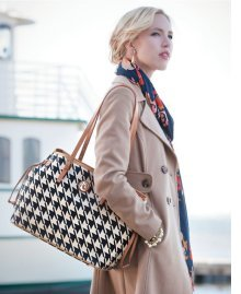 Spartina 449 is a collection of colorful handbags and accessories now available at The Frame Workshop in Appleton, Wisconsin.